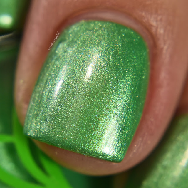 soothing-soul-nail-lacquers-lily-pad-3-macro