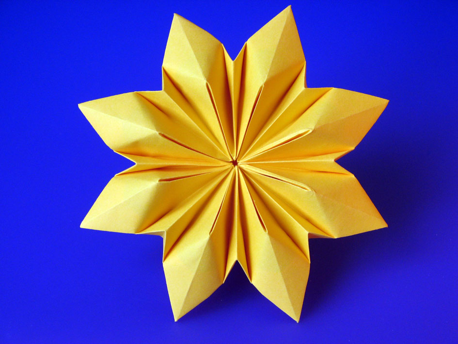 Origami Fiore Octopetalus by Francesco Guarnieri
