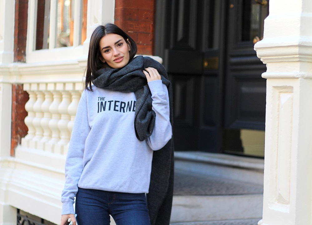 peexo fashion blogger wearing the internet slogan tee