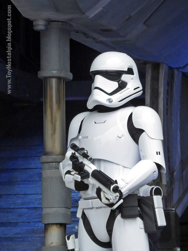 Stormtrooper First Order STAR WARS: Galaxy's Edge  - Walt Disney
