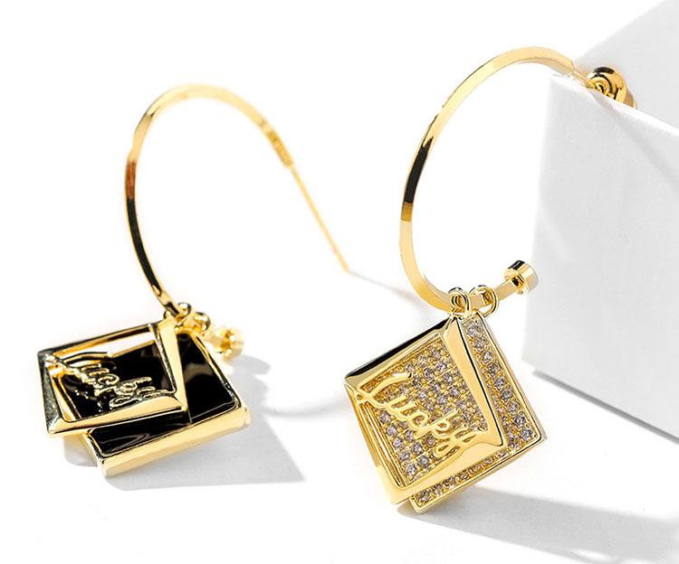不對稱風時尚OL風 Lucky水鑽耳環
