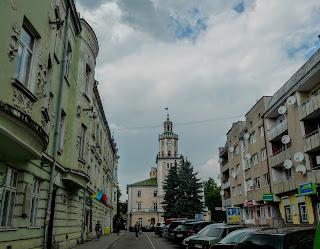 Самбір. Ратуша. Вигляд з вул. Богдана Хмельницького