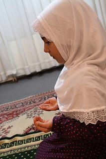 tips agar bisa shalat dengan khusyuk buat muslimah