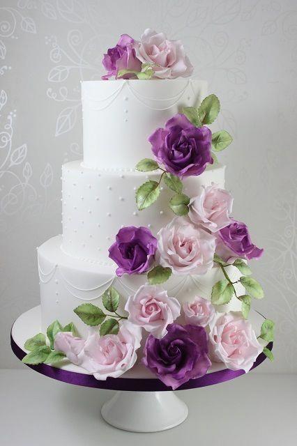 bánh sinh nhật hoa màu tím