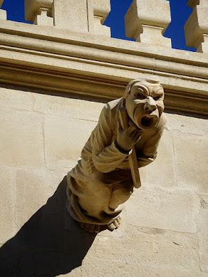 Grignan : les gargouilles du château