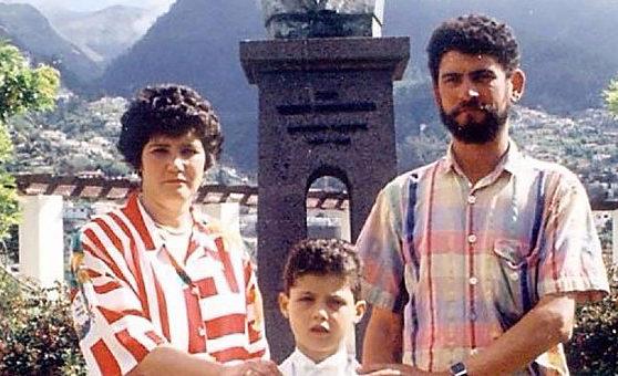 Cristiano Ronaldo bersama keluarga