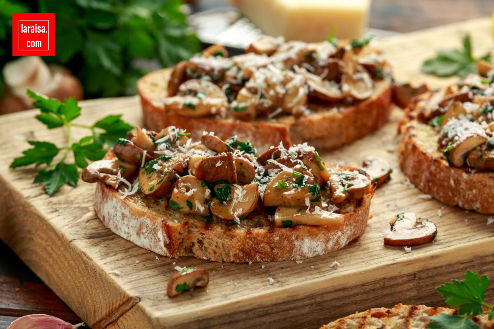 مقبلات الخبز المحمص بالفطر