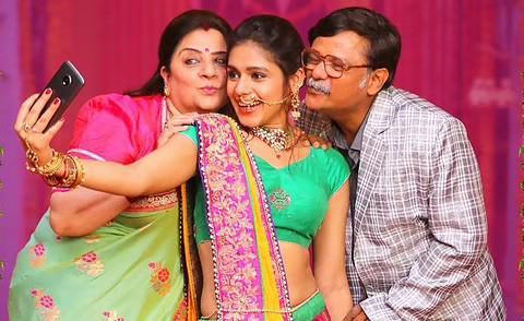 """वेब सीरीज """"मनफोडगंज की बिन्नी"""" का हुआ एक साल पूरा, प्रणति राय प्रकाश ने कुछ इस तरह किया सेलिब्रेट !"""