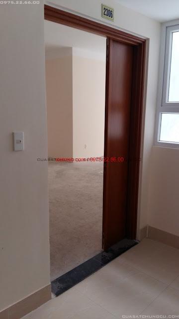 Cửa ngoài chung cư 622 Minh Khai