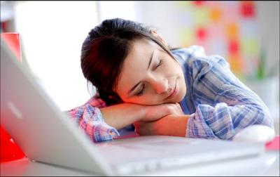 Inilah 4 Manfaat Tidur Siang Di Kantor