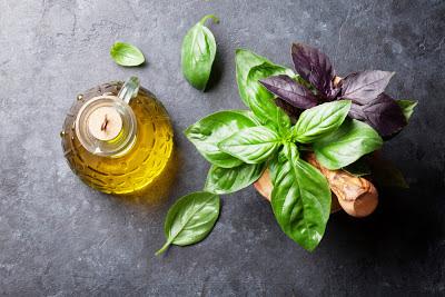 Ароматные растительные масла: как приготовить травяные масла самостоятельно, Базиликово-коричный уксус, Малиновый уксус Aceto ai lamponi, Мятно-малиновый уксус, Рецепт приготовления уксуса на травах, Розово-эстрагоновый уксус, Уксус из итальянских трав, Уксус на розмарине, Уксус на тимьяне и базилике, Чесночный уксус Aceto all'aglio, Как пприготовить уксус на травах, как приготовить уксус в домашних условиях, уксусы на травах рецепты,