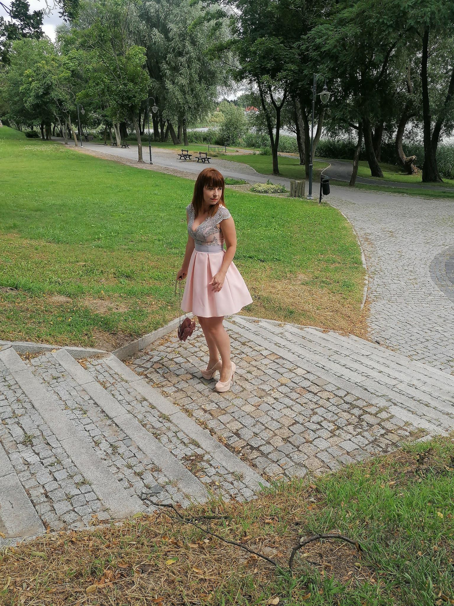 fashion MB sukienka koktajlowa z koronką