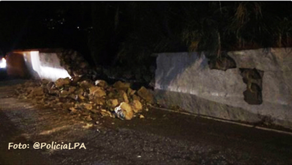 Caída muro, cruce La Calzada