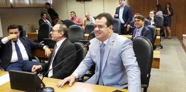 Deputado Marquinho Viana propõe transferir povoado de Sincorá da Serra de Iramaia para Barra da Estiva