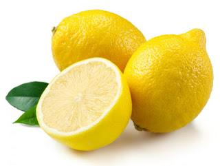 Cara-Memutihkan-Gigi-Dengan-Lemon