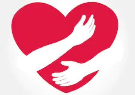 pikturë e zemrës duke u përqafuar nga duar