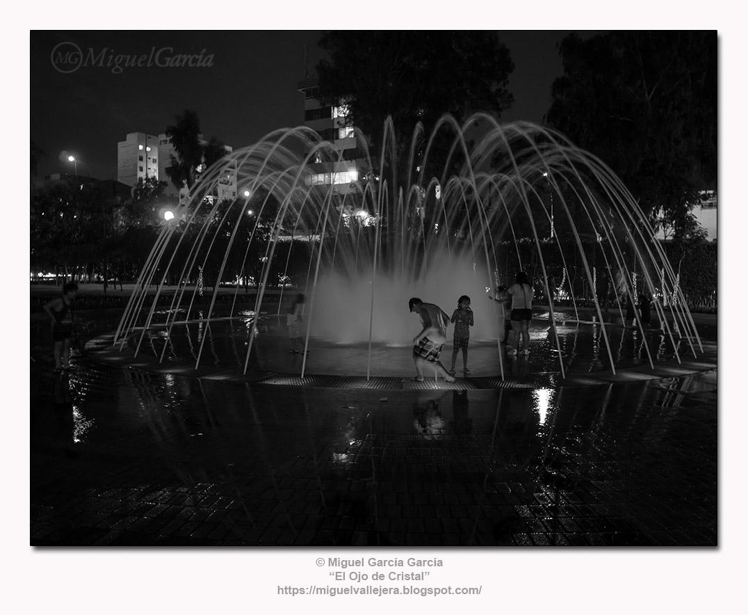 Fuentes de Lima, nocturno. Circuito Mágico del Agua, Parque de la Reserva