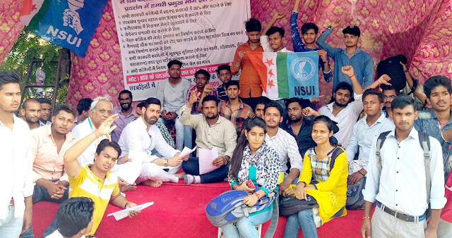 Congress leaders gave support to NSUI's indefinite dharna, third day
