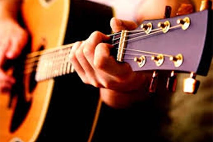 Una buena: liberan cursos pagos para aprender a tocar la guitarra