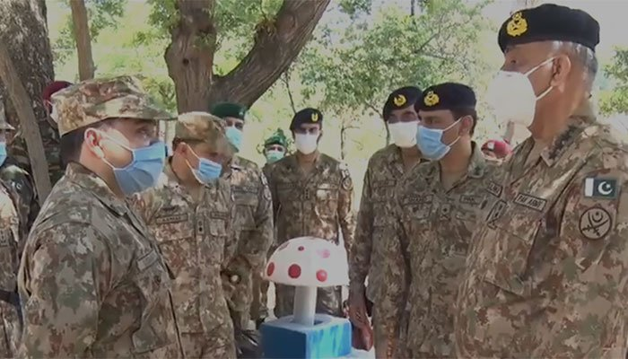 COAS Gen Bajwa goes through Eid with troops