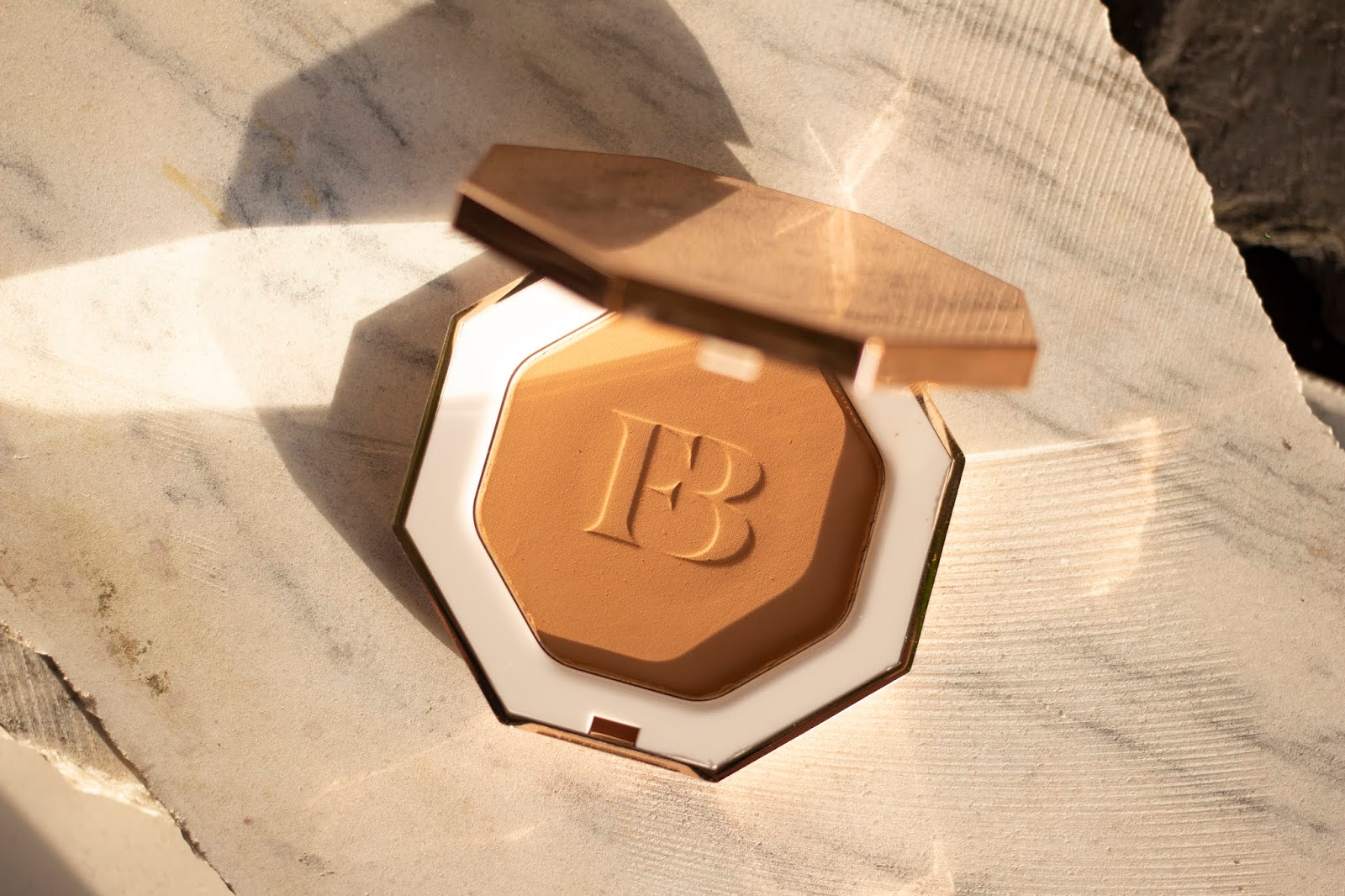 FENTY BEAUTY BY RIHANNA Sun Stalk'r Instant Warmth Bronzer shady biz