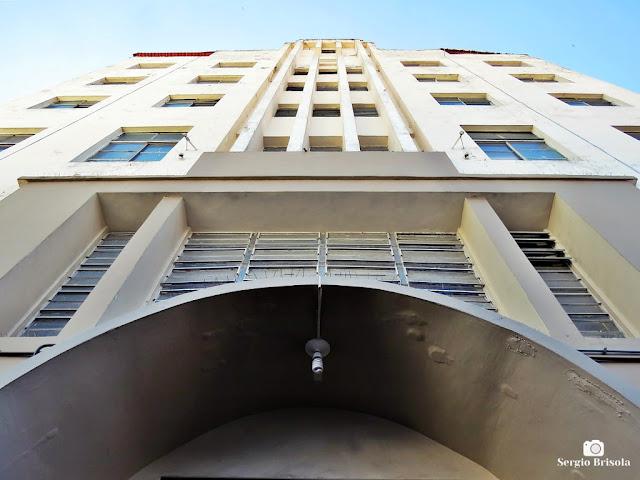 Perspectiva inferior da fachada da Paróquia São Vito Mártir - Brás - São Paulo