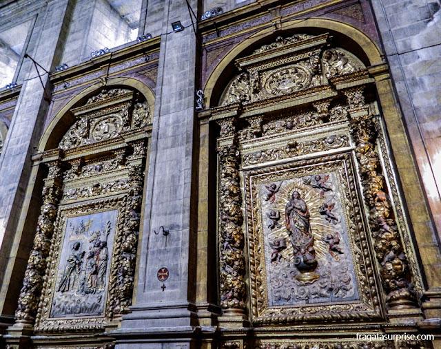 Retábulos na igreja do Convento de Santa-Clara-a-Nova, em Coimbra, Portugal