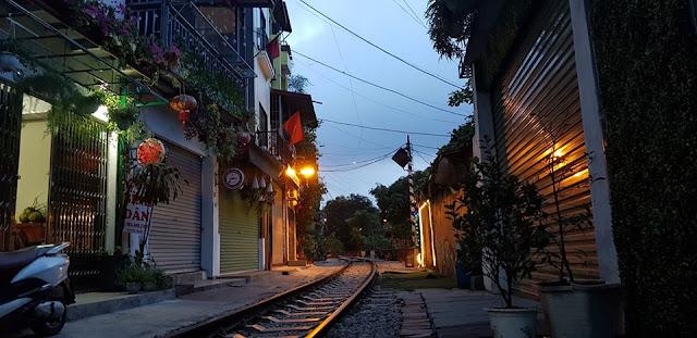 Phố đường tàu, những ngày tối đèn...