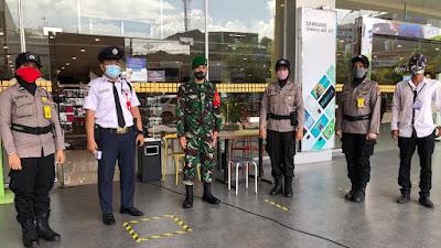 Polwan Polres Cilegon Beri Himbauan Protokol Kesehatan Covid 19 Di Mall serta Pasar