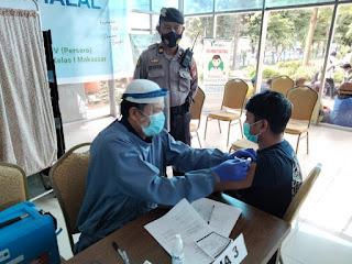 Vaksinasi Covid, Polres Pelabuhan Makassar berikan Pengamanan dan Imbauan Prokes