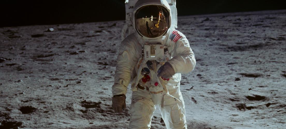 HBO presenta una colección fuera de este planeta para celebrar el aniversario de la llegada de la humanidad a la luna