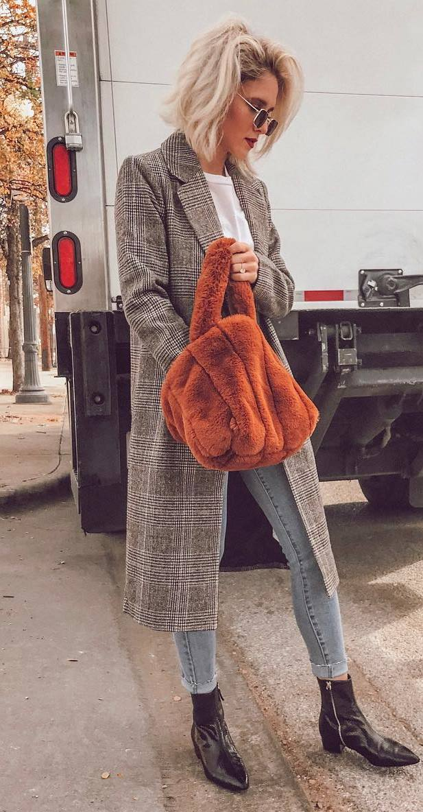 how to wear skinny jeans : brown bag + plaid coat + boots