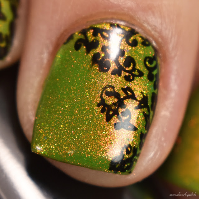 moyou-london-pro-collection-02-nail-stamping-macro