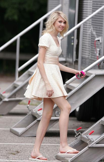 Feet taylor momsen Taylor Momsen