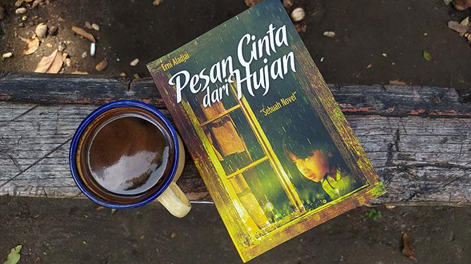 Novel Pesan Cinta dari Hujan Karya Erni Aladjai