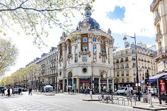 Paris : Ancien siège social des magasins Félix Potin, la gloire d'une enseigne disparue, rotonde néo-baroque à l'angle de la rue Réaumur et du boulevard Sébastopol - IIème