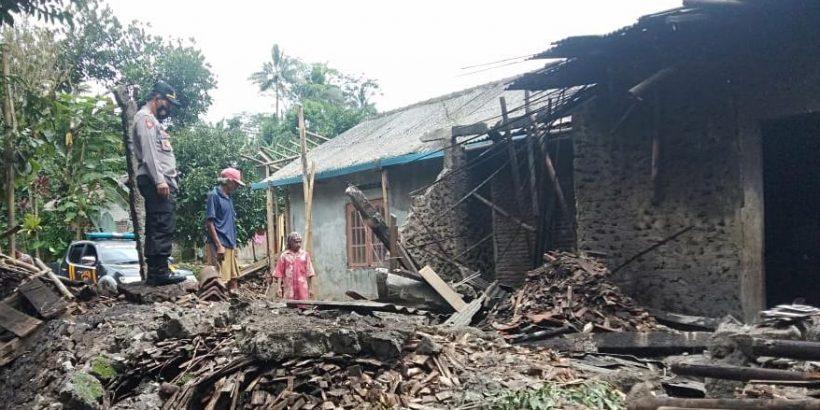 Diduga Konstruksi Bangunan Kurang Kuat, Dapur Rumah di Kutasari Roboh
