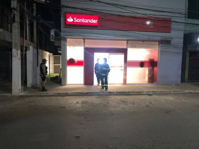 Bombeiros são acionados após populares notarem fumaça em agência bancária de Barreiras