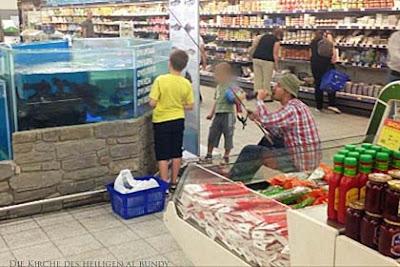 Angeln lustige Bilder in der Kaufhalle - beim Fischhändler angeln