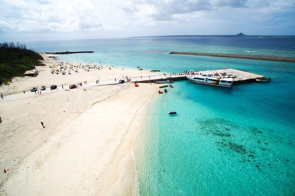 沖繩 水納島 珊瑚礁層層環繞沙灘如雪 高透明度蔚藍碧海非常美麗! | 林公子遊誌 | 旅遊嘆世界 - fanpiece