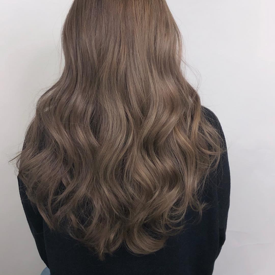Kiểu tóc nữ đẹp xoăn sóng nước dài