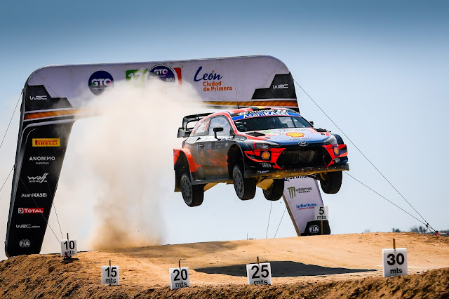 Hyundai WRCar flying high after yump
