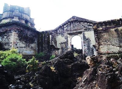 Templo de San Juan Parangaricutiro, Michoacán