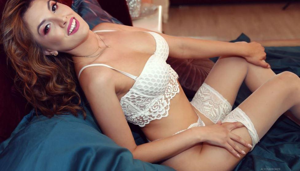 AlyciaBrokes Model GlamourCams