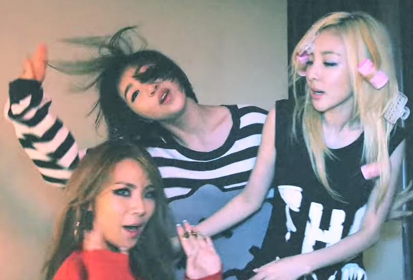 """Music video: 2NE1 shoot a video on an iPhone and act ratchet at home in """"Do you love me"""" 
