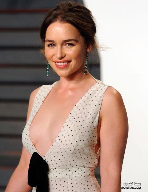 """برزت هذه المرأة الجميلة من خلال دورها في سلسلة صراع العروش HBO Fantasy Game of Thrones. اكتسبت شخصيتها ام التنانين دانيريس تاريجيرين""""Danaerys Targaryen"""" المعروفة أيضًا باسم كاليسى """"Khaleesi"""" شعبية هائلة في جميع أنحاء العالم.تم اختيارها فى  فيلم حرب النجوم Star Wars Han Solo Anthology."""