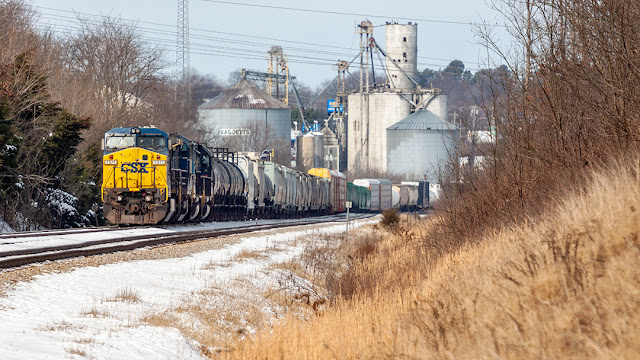 CSX 7371 sits at CP Courtland in Springfield, Tennessee.