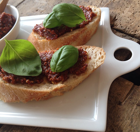 Pesto Rosso Ciabatta_My Kitchen Logbook by Marlene Grünzweil