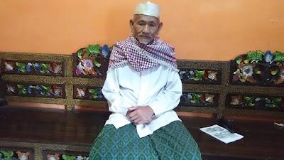 Kuncen Makam Syekh Khotib Muwahid Panyalahan