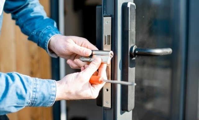 why hire professional locksmith fix locks install door lock bolt